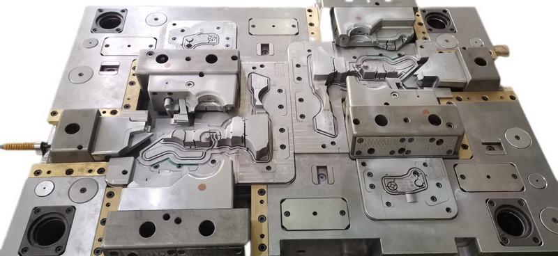 precision moulds maker4