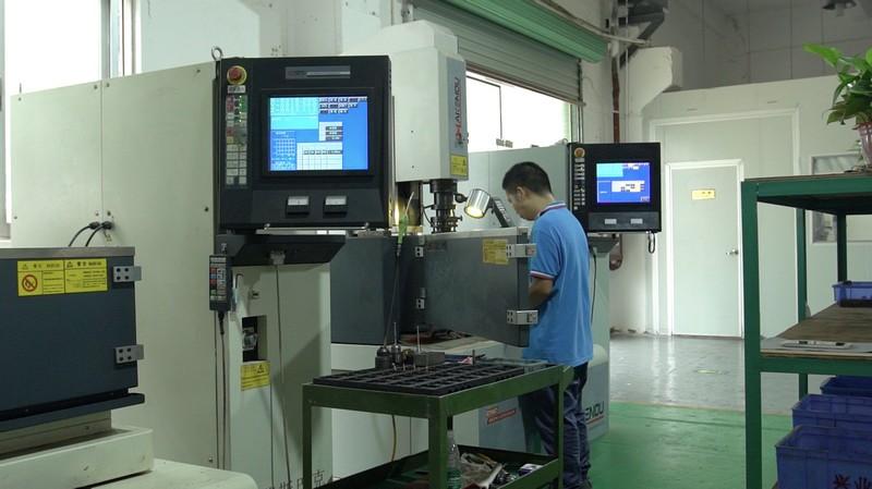 precision moulds maker5